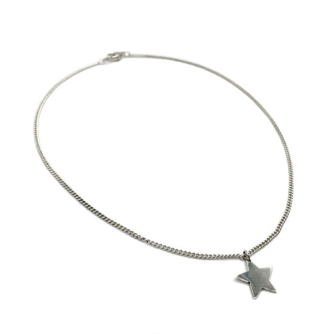 All about fun and feminine style, The Star Necklace is perfect to enhance all outfits.