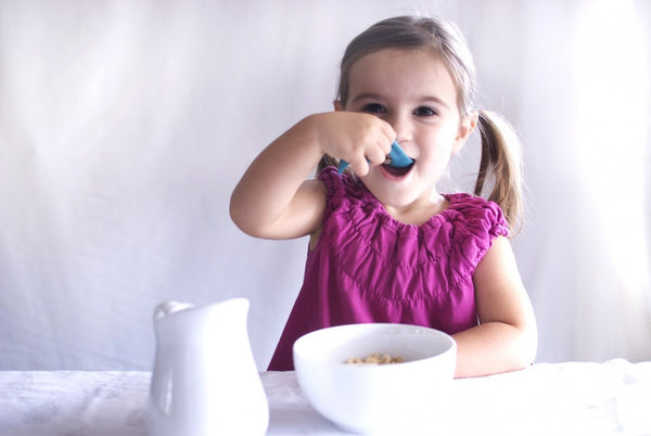 Kizingo Infant / Toddler Self Feeding Spoon