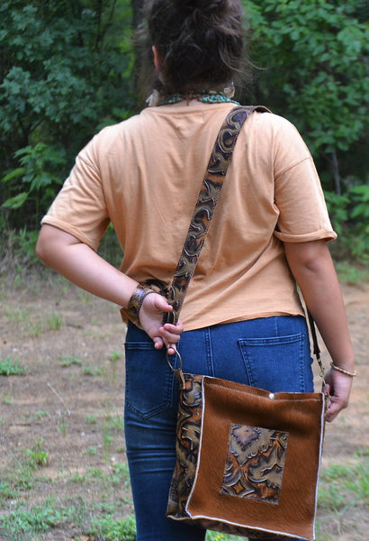 Embossed Leather Crossbody Strap in Brown Laredo 400L
