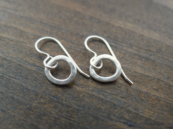 small hammered silver circle earrings