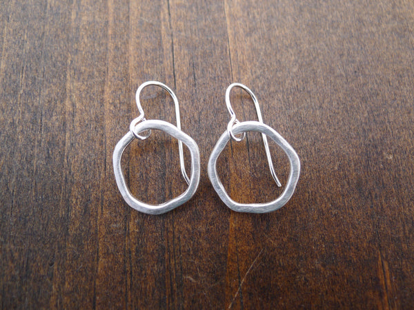 medium rippled circle earrings