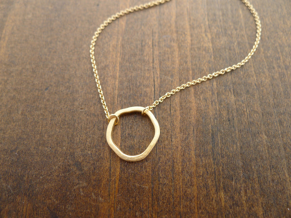 rippled circle necklace in 14k gold vermeil