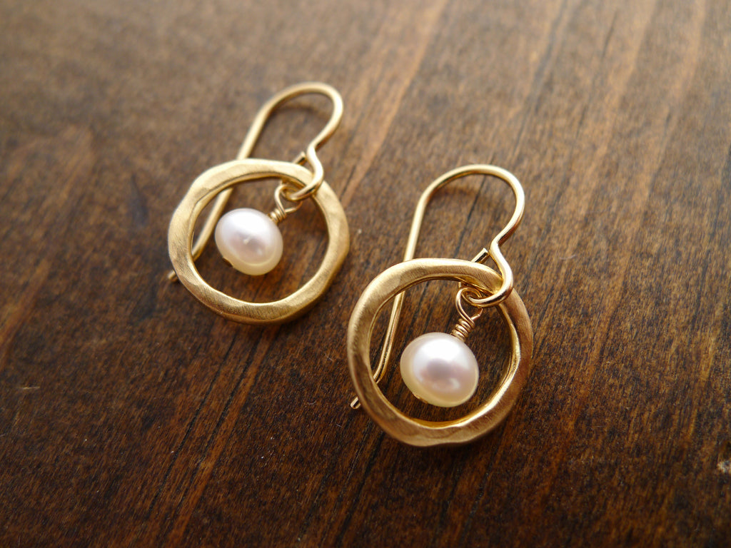 circles with pearl earrings