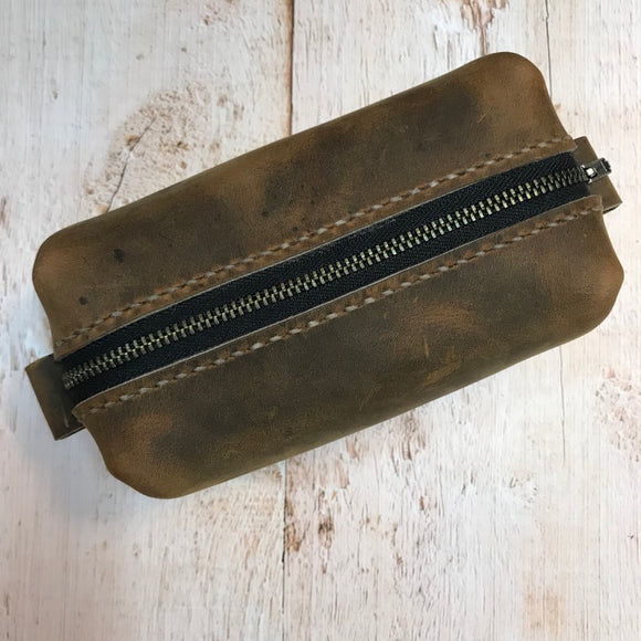 Small Dopp Bag in Broken Oak Crazyhorse with Beige Stitching