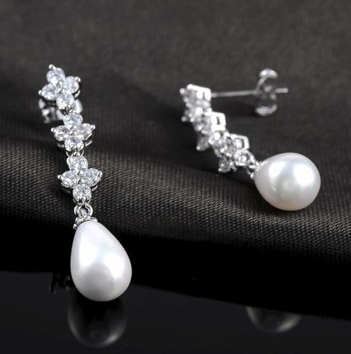 E5 Luxury Vintage Style Crystal and Pearl Dangle Earrings