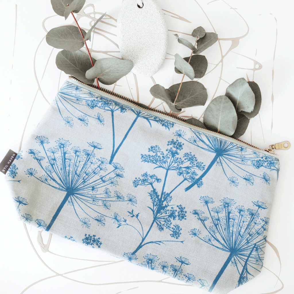 blue dandelion cow parsley washbag
