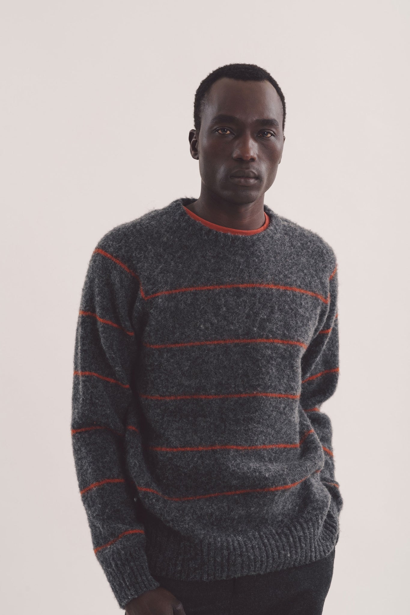 Everyman stripe crew charcoal/rust
