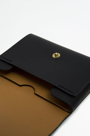 Cardholder with snap black