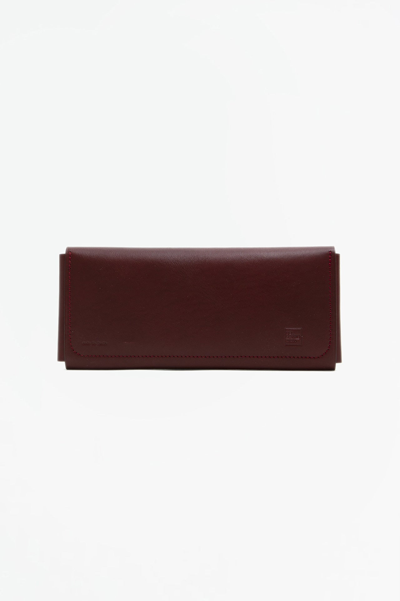 Travel wallet with snaps burgundy