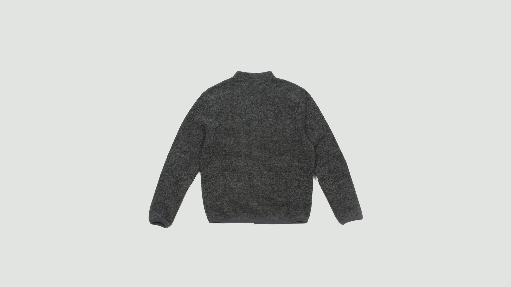 Universal Works. Cardigan in Wool fleece charcoal