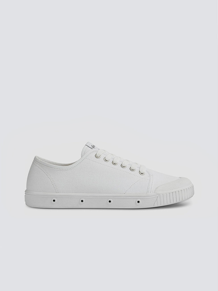 Spring Court classic G2 shoes in white