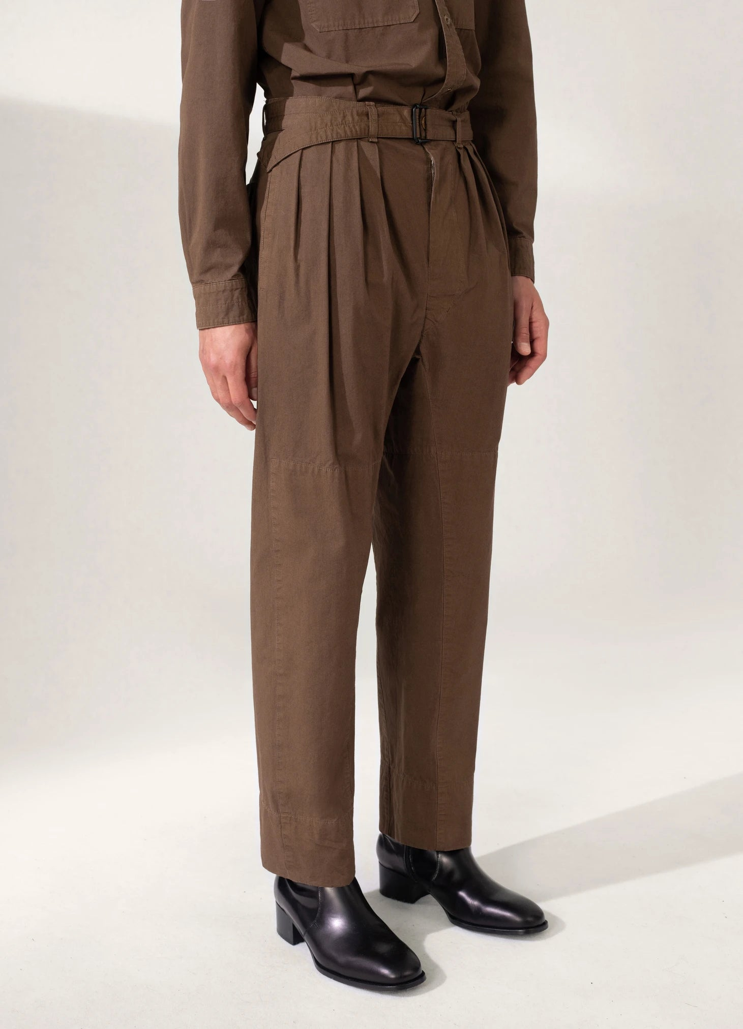 Unisex 4 pleats pants dark brown