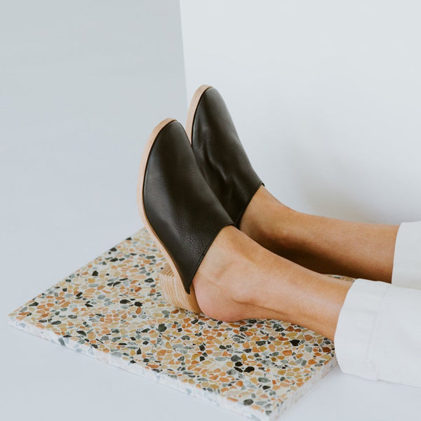 ST. AGNI Berta Leather Mules - Black