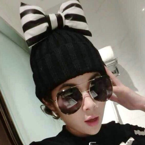 Chic Black and White Stripe Pattern Bowknot Decorated Knitted Hat For Women