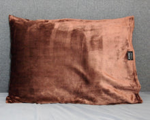 throwbee PILLOWCASE (Classic fitted) - Chocolate Brown
