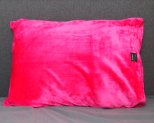 throwbee PILLOWCASE (Classic fitted) - Pink