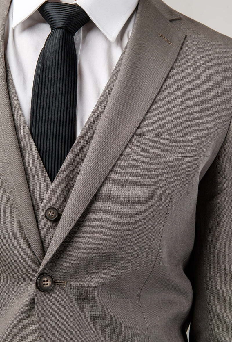 A close up view of the collar and vest details of the Aston man Brighton suit in taupe poly wool blend a0320194s