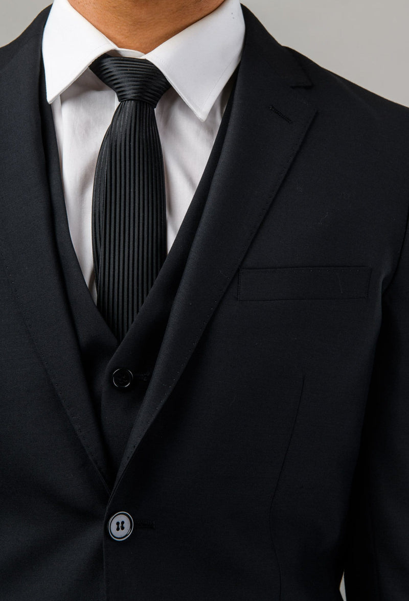 a close up view of the lapel detailing on the Aston slim fit colton suit jacket in black pure wool A0137122S