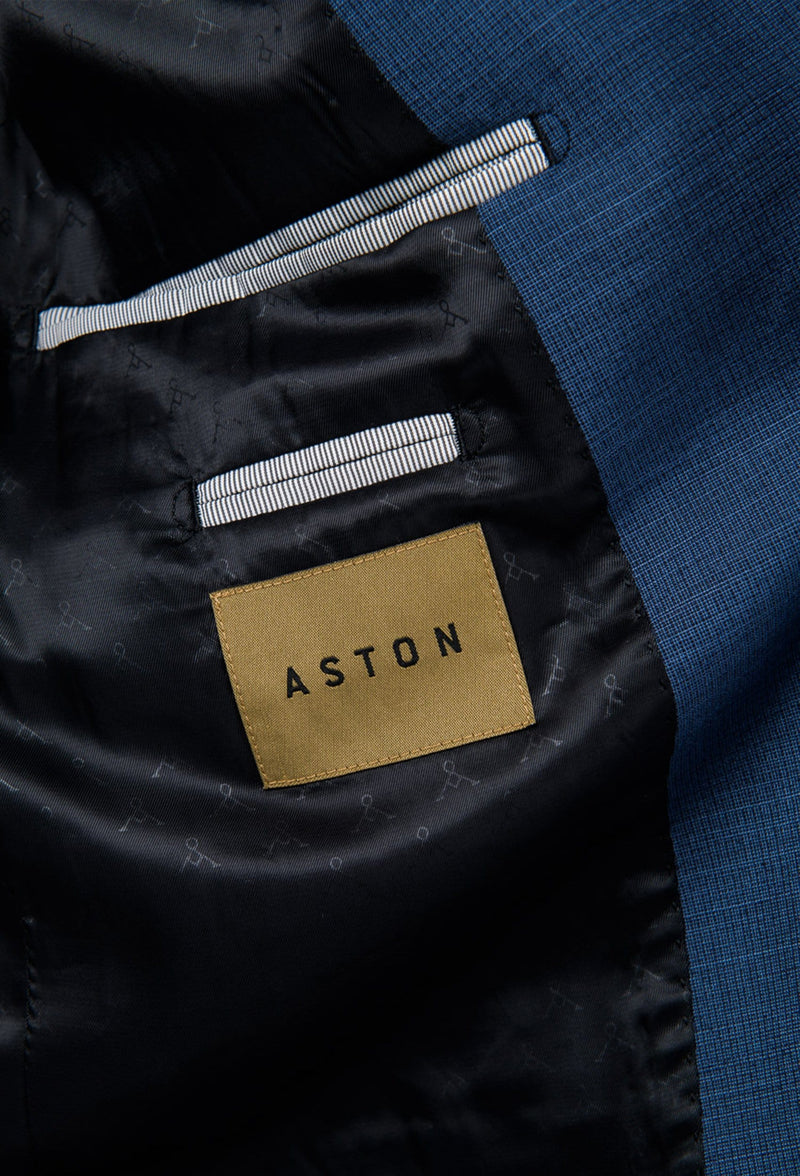 a close up view of the inner detailing of the aston slim fit leon suit jacket in slate A042682