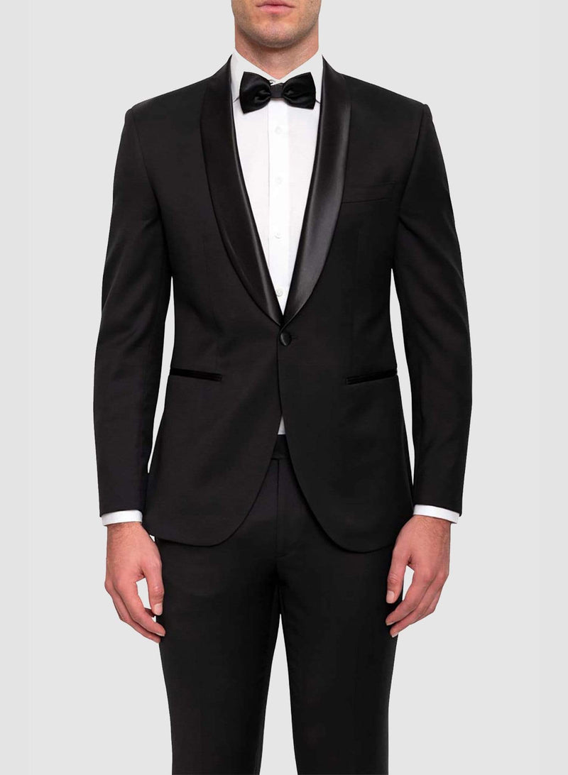 A closer view of a model wearing the Cambridge classic fit sinatra evening suit in black pure wool F487