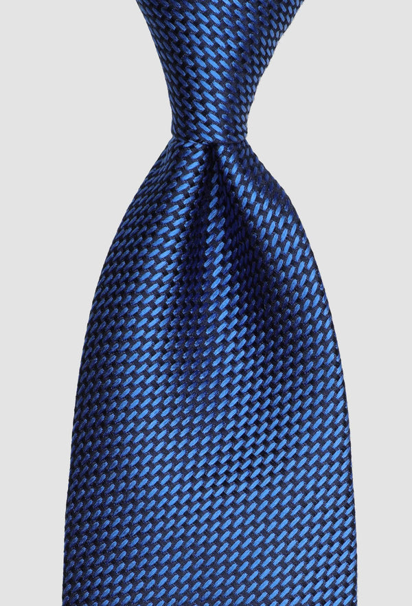 A close up view of the Joe Black classic longstitch knot tie in blue PJAE000001 tied in windsor knot