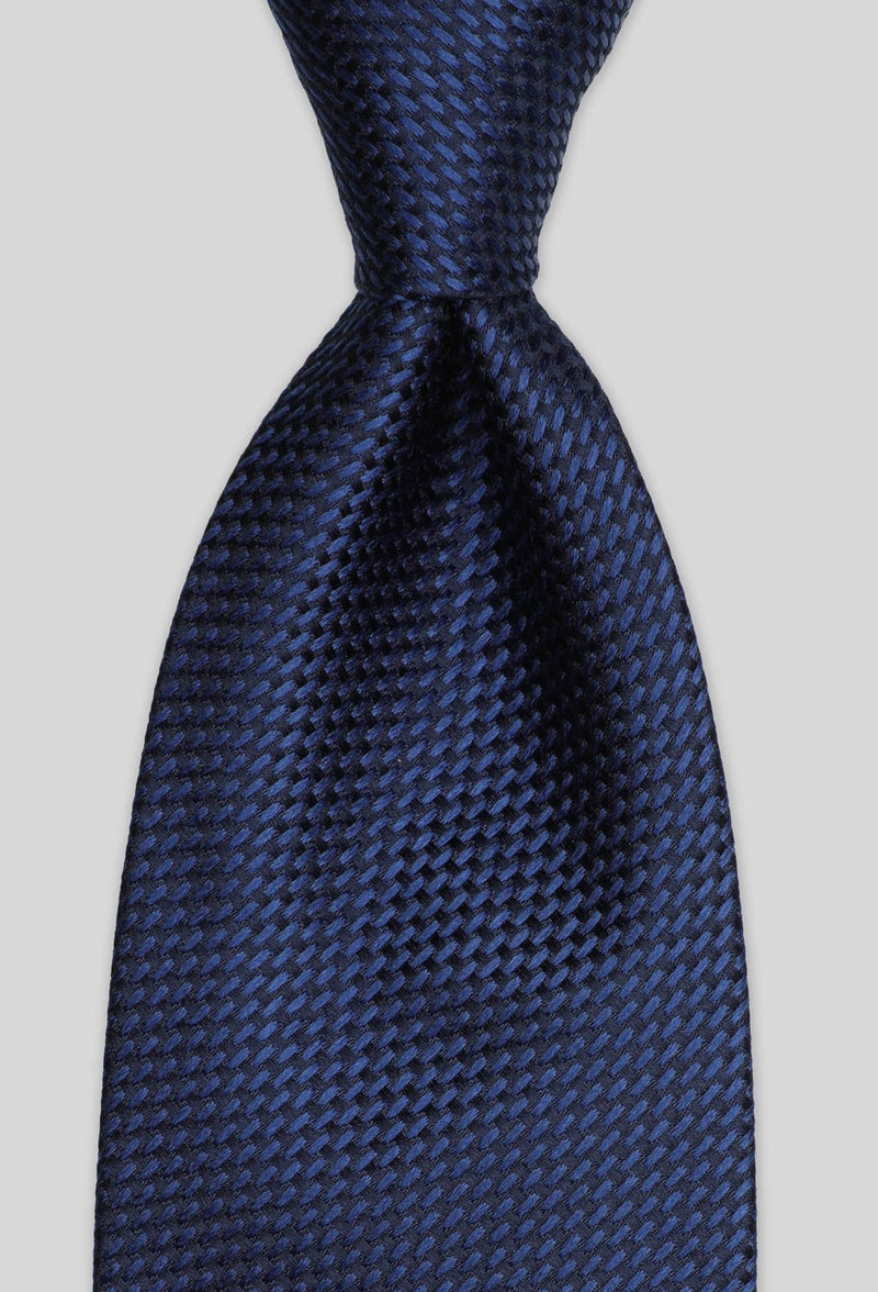A close up view of the Joe Black classic longstitch knot tie in navy PJAE000001 tied in a Windsor knot