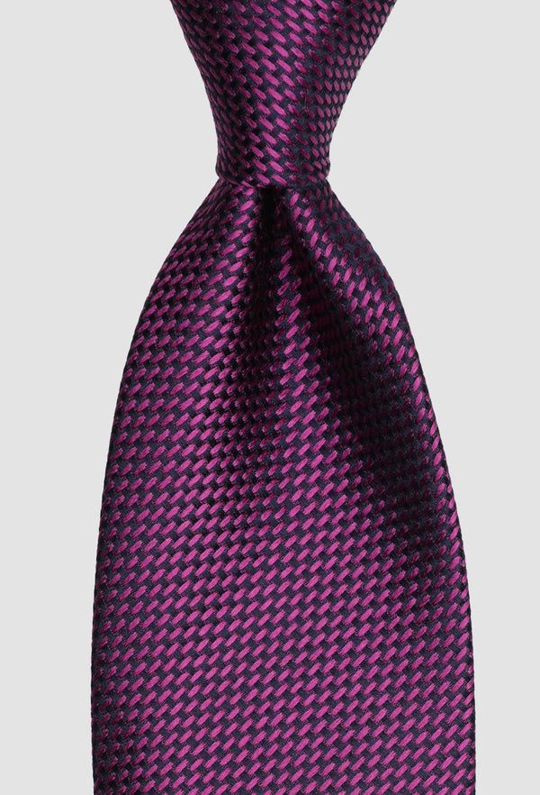 A close up view of the Joe Black classic longstitch knot tie in pink purple PJAE000001 tied in a Windsor knot
