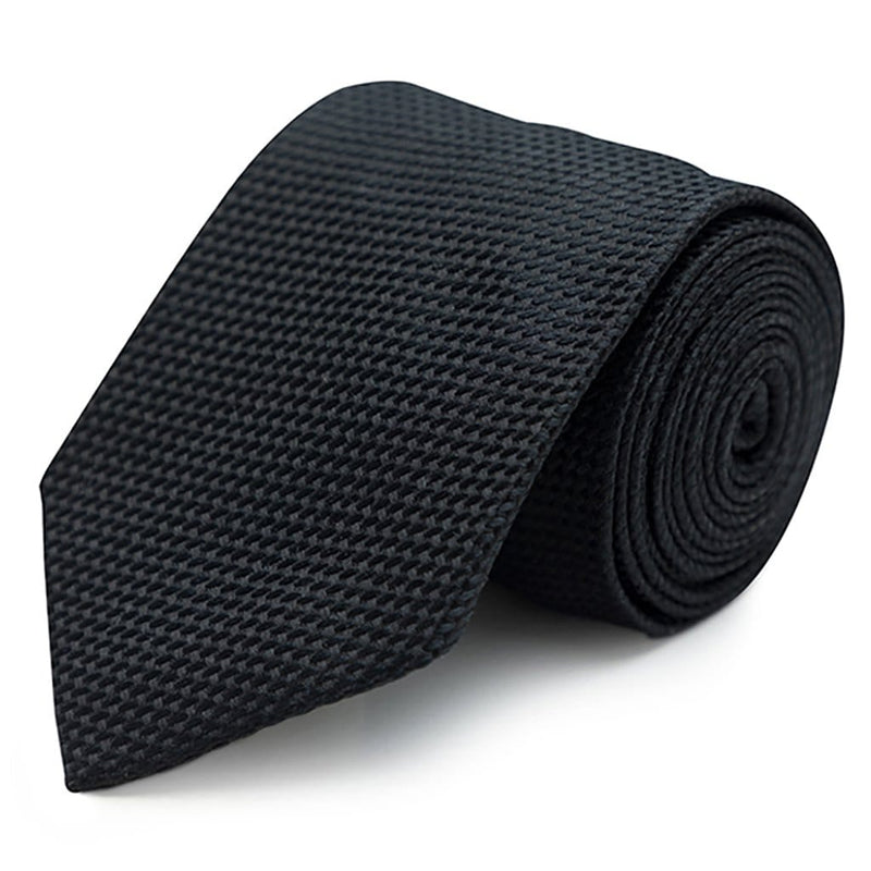 A close up view of the Joe Black classic longstitch knot tie in black PJAE000001