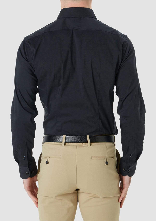 the back view of the wolf kanat slim fit herve mens business shirt in black cotton stretch 9WKS940 showing the tapered darts and cuff detailing