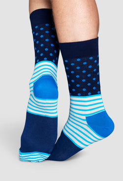 a model wears the happy socks stripes and dots sock in blue SD01-066