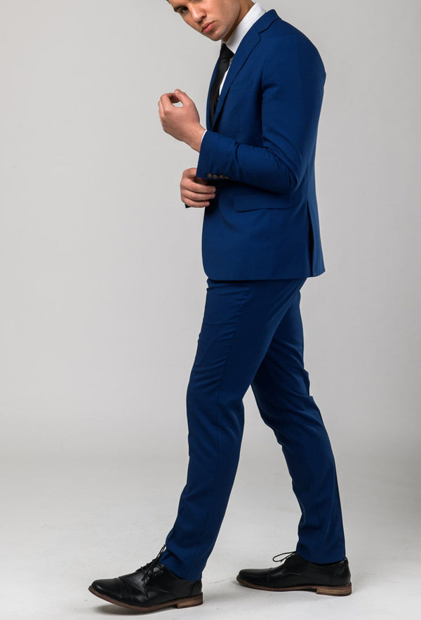 a model walks wearing the Aston slim fit leon suit in blue A042718S