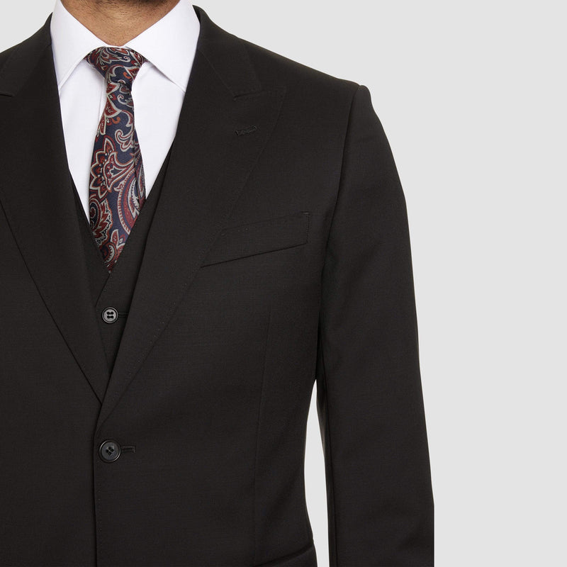 A close up view of the peak lapel on the the studio italia lugano suit in black merino wool ST362-31