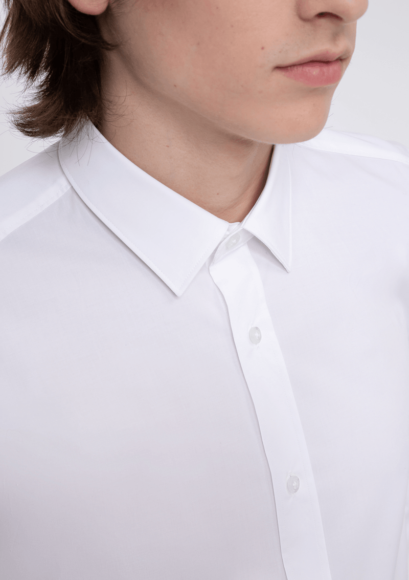 a close up of the kent collar detail on the Hugo slim fit Elisha business shirt in white pure cotton
