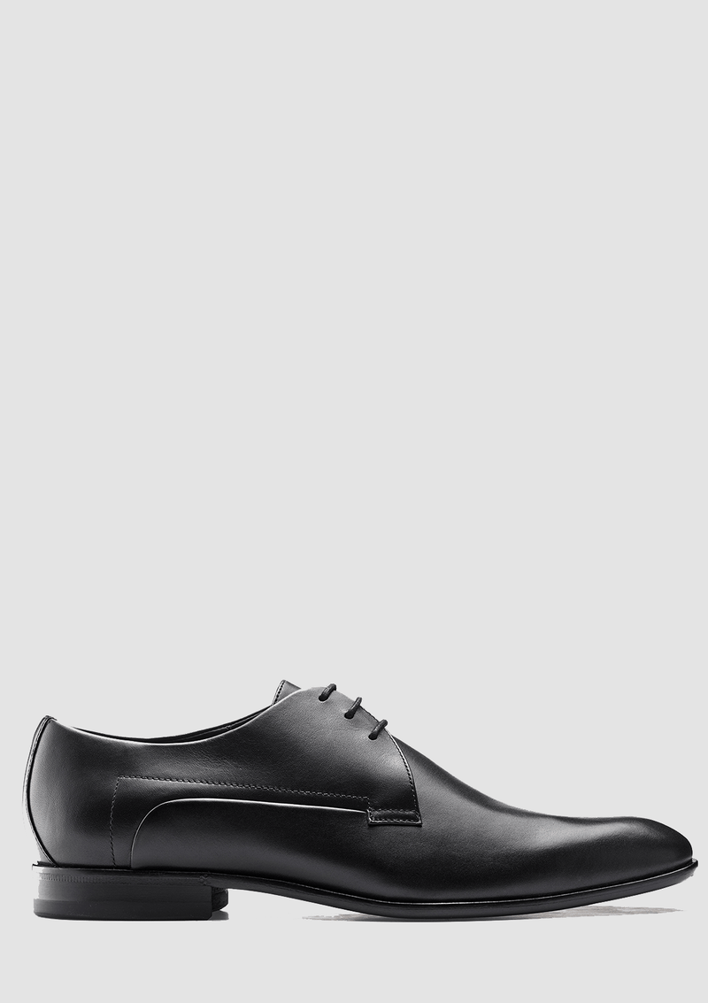 a side on view of the hugo boss derby smooth leather shoes in black