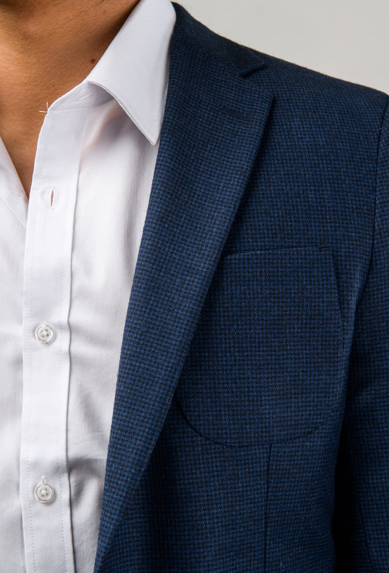 A close up image of the lapel detail of the Aston slim fit franklin sports jacket in navy pure wool A0438157SP