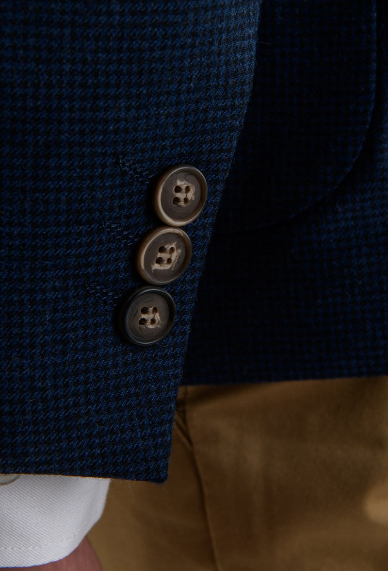 a close up of the button detailing on the Aston slim fit franklin sports jacket in navy pure wool A0438157SP