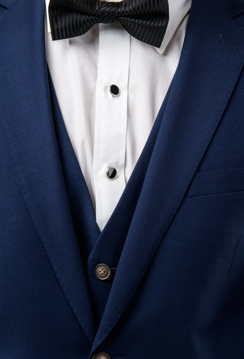 a close up view of the lapel and vest detail of the Aston slim fit moores suit in royal blue A059301-NL