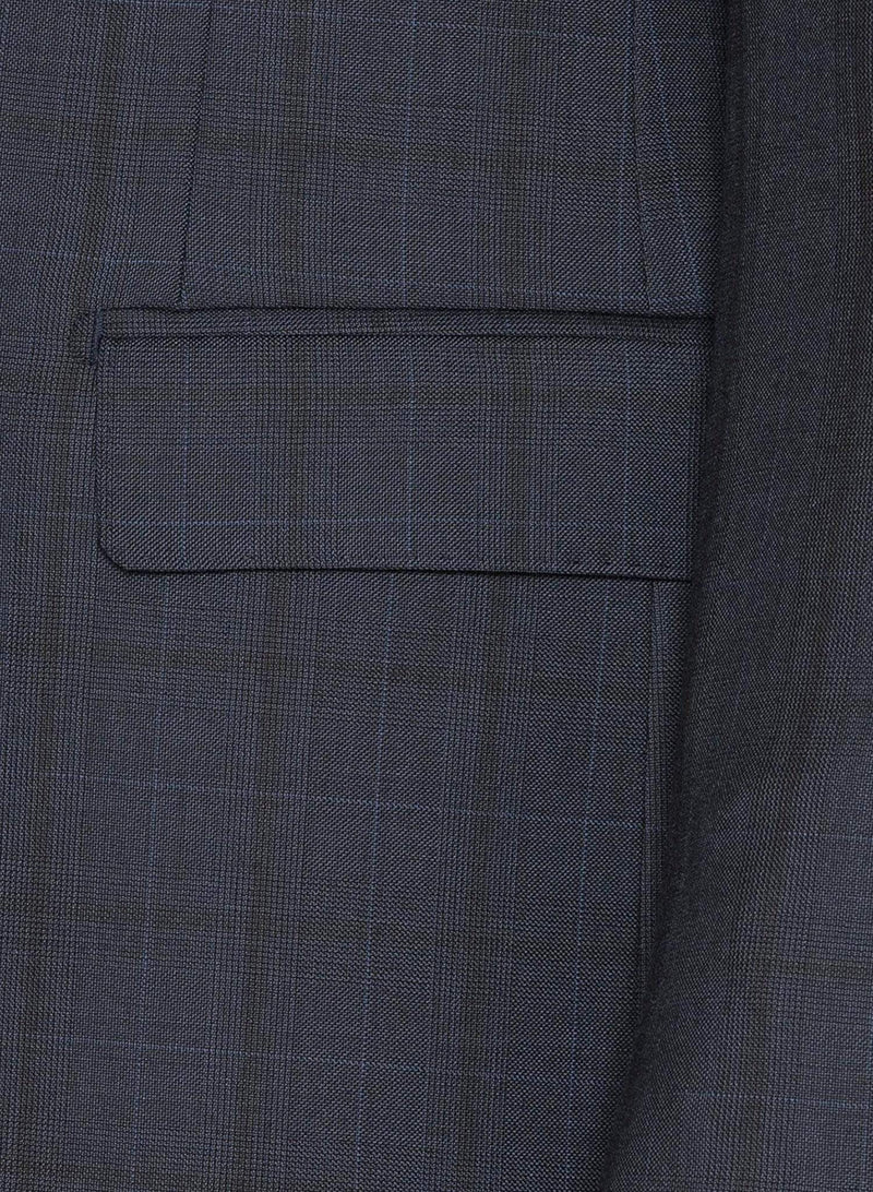 A close up of the pocket detailing of the Cambridge classic fit morse suit in navy pure wool navy FCE481