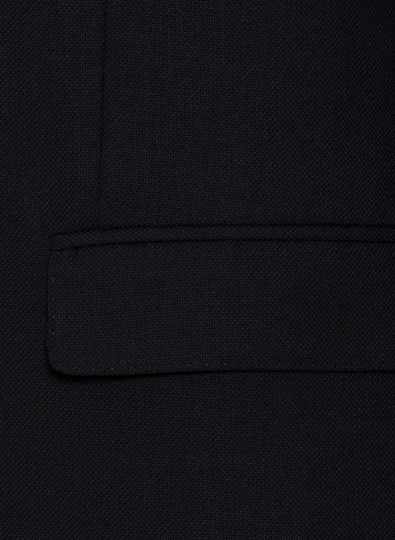 a close up view of the pocket detail on the cambridge classic fit unit sports jacket in navy FCD012