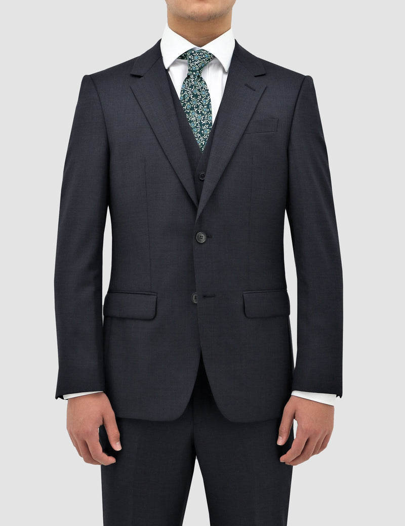 the jacket shape and detail on the classic fit boston michel suit jacket in navy pure wool B704-11