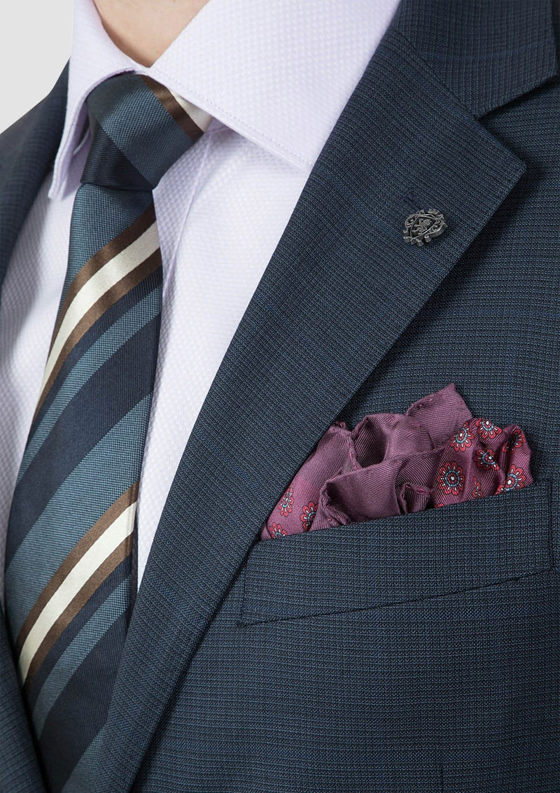 the peak lapel detail on the cambridge mens morse suit jacket navy FCI371