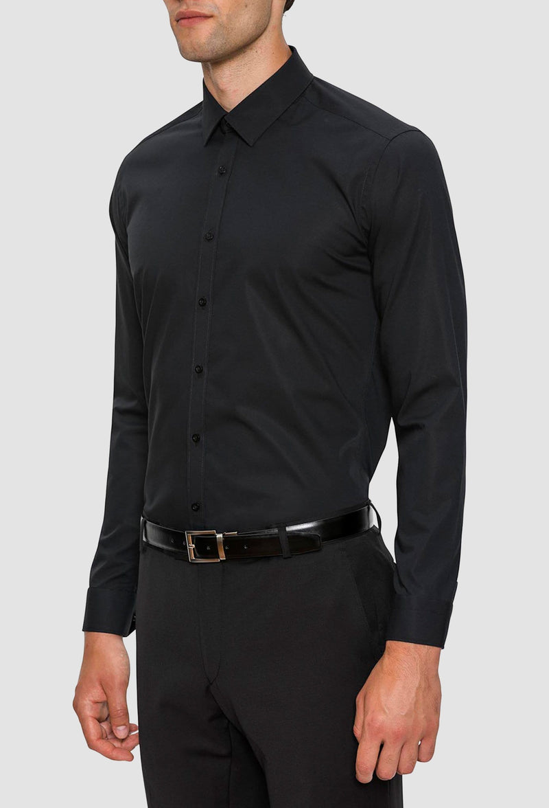 A side view of a model wearing the Gibson slim fit fierce shirt in black FGC054 including the small point collar detail and eight button front