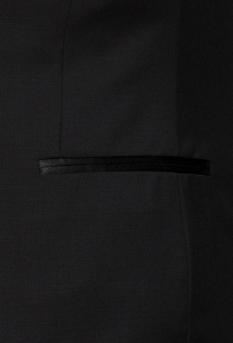 a close up of the satin jet pocket detail on the Gibson slim fit spectre evening suit jacket in black pure wool F34087