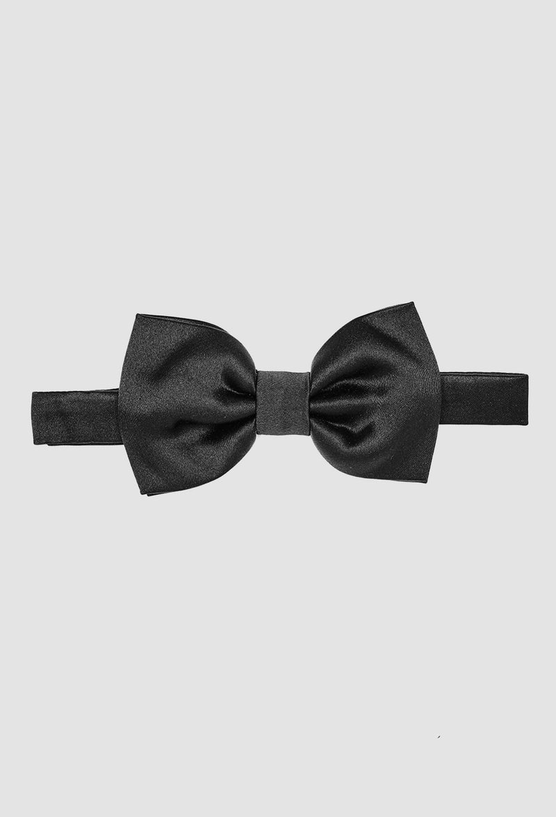 A close up view of the Joe Black classic bow tie in black PJAY000044 including the adjustable strap