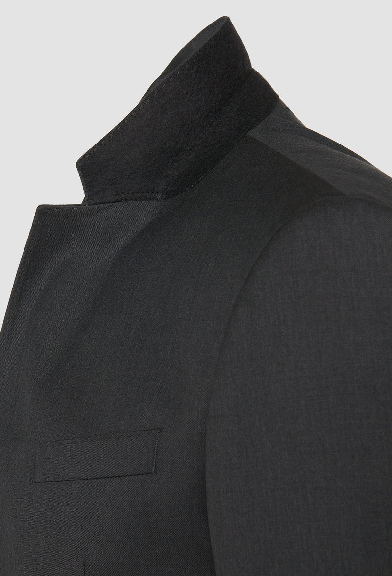 a close up of the notched lapel on the Hugo Boss slim fit heyes suit in dark grey pure wool HB50318498-021