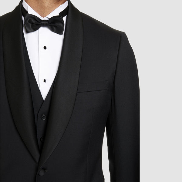 a close up view of the studio italia slim fit savoy tuxedo jacket in black pure wool with shawl collar ST-3186-31