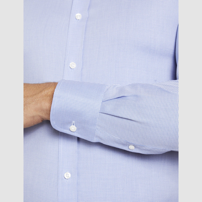the single cuff detail on the a front on view of the conran business shirt in blue by studio italia st-13