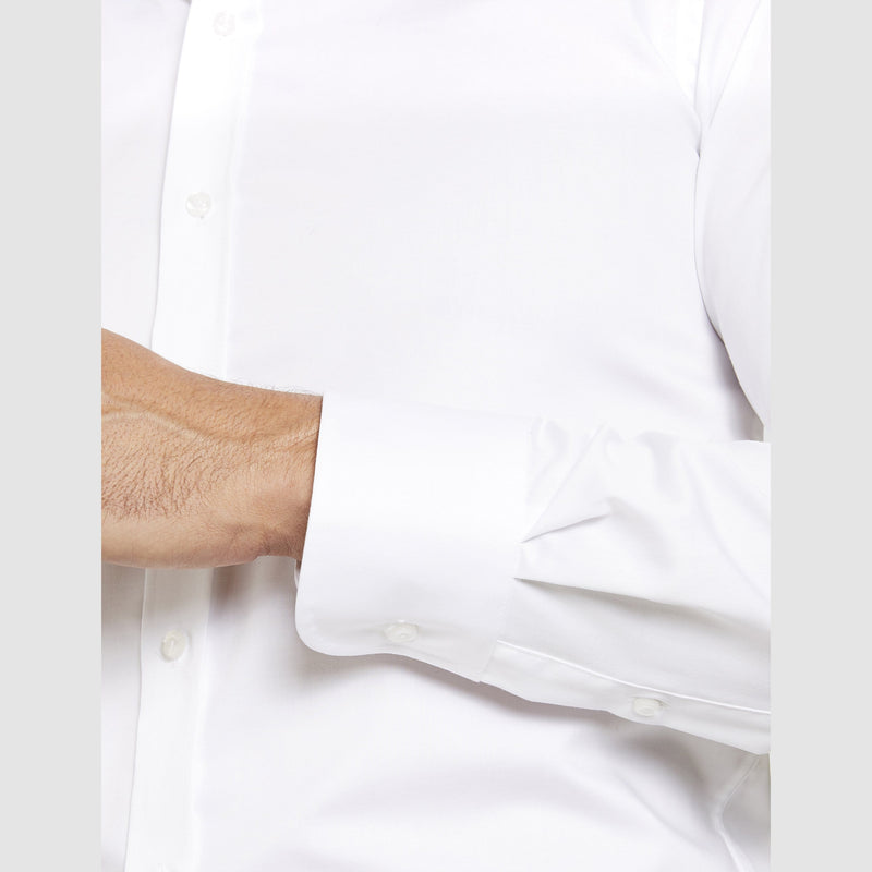 the single cuff on the front view of the studio italia slim fit spencer business shirt  ST-01 single cuff