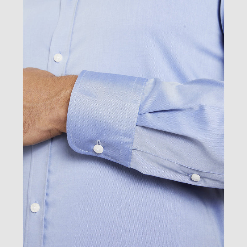 the single cuff detail of the studio italia slim fit spencer business shirt in blue  ST-01 cobalt