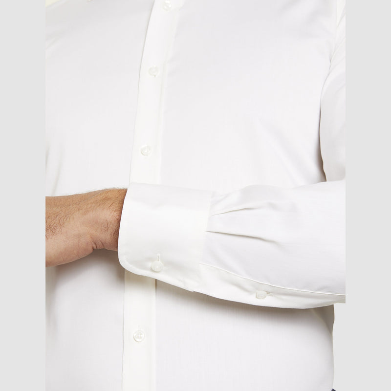 a close up of the single cuff detail of the studio italia slim fit spencer business shirt in ivory pure cotton  ST-01